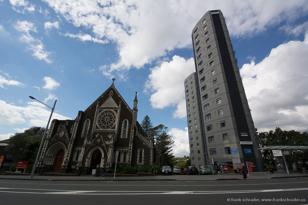 Perspective problems: a church and a tall Building shot with a wide angle: keystone effect